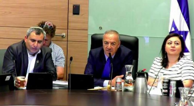 النائب أكرم حسون يدير جلسة لجنة الداخلية بمناسبة يوم البيئة العالمي!