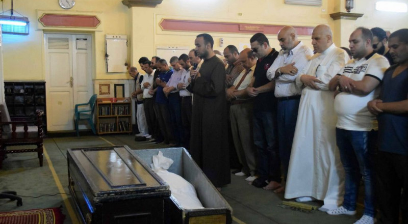 الموت يفجع فناناً مصرياً… والنجوم يغيبون عن الجنازة!