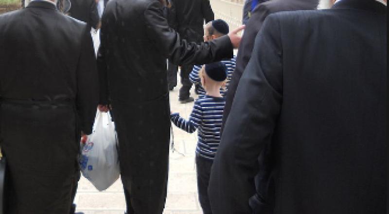 يهودي متديّن يشغّل معه فتى في تركيب المكيّفات، ويعتدي عليه جنسيًا