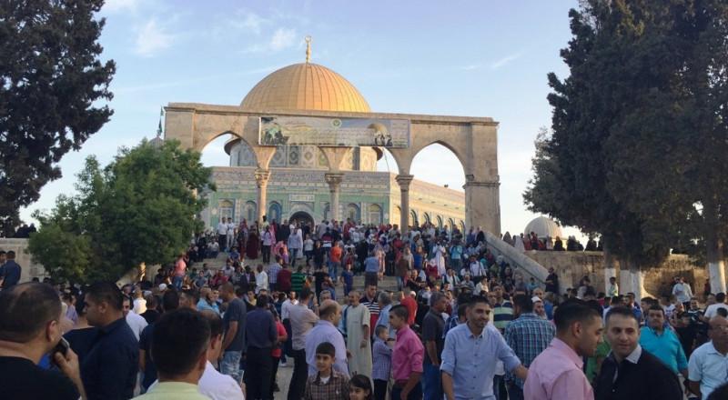 90 ألفًا يؤدون صلاة العيد بالأقصى