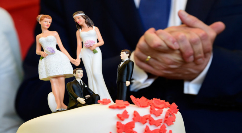 ميركل تفصح عن موقفها الشخصي من زواج المثليين