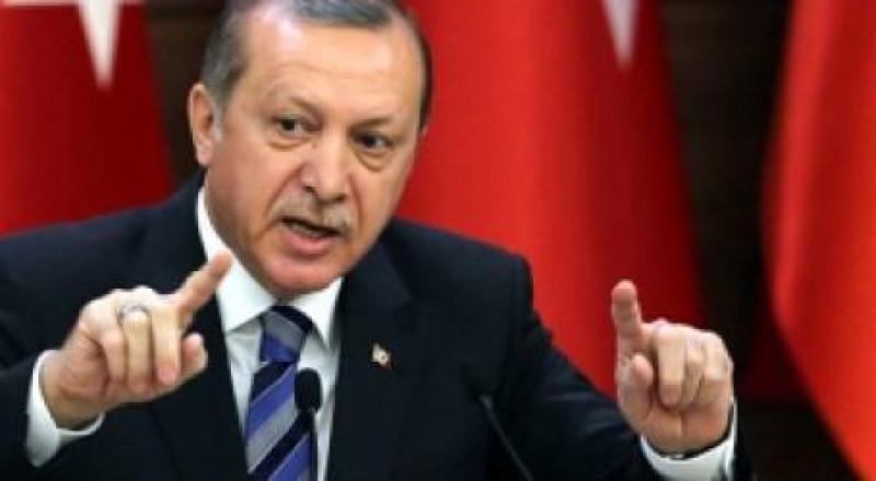 أردوغان يفقد الوعي أثناء صلاة العيد في المسجد