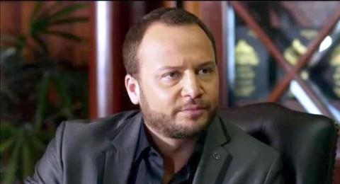 مكسيم خليل يتعرّض للضرب في بيروت