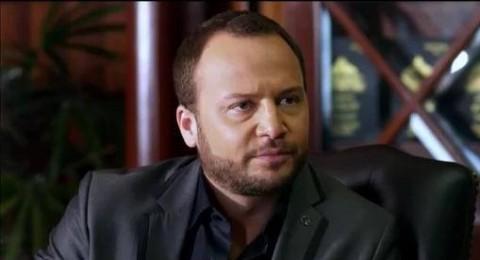 ضرب مكسيم خليل بسبب معارضته للنظام السوري