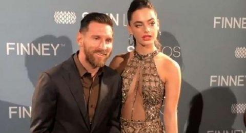 ميسي في صورة خجولة مع عارضة أزياء إسرائيلية