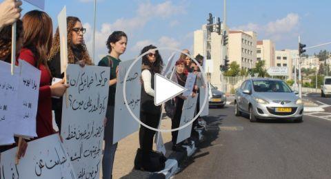 مظاهرة حاشدة امام مبنى المحاكم في الناصرة، وإغلاق الشارع احتجاجًا على قتل النساء