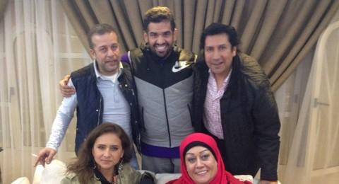 حسين الجسمي يدعو نجوم مصر لوجبة سمك في منزله