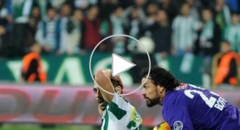 مدافع يتصدى بنجاح لركلة جزاء بعد حصول حارس المرمى على البطاقة الحمراء فى تركيا