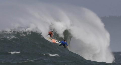 راكب للأمواج على وشك قطع المحيط الأطلسي