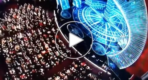 الحلويات تسقط على رؤوس النجوم أثناء جلوسهم في مسرح الأوسكار