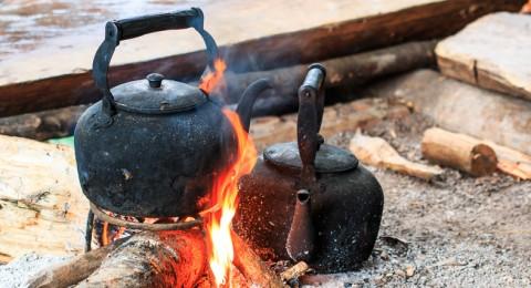 خبراء يحذرون من غلي الماء مرتين أثناء إعداد الشاي أو القهوة