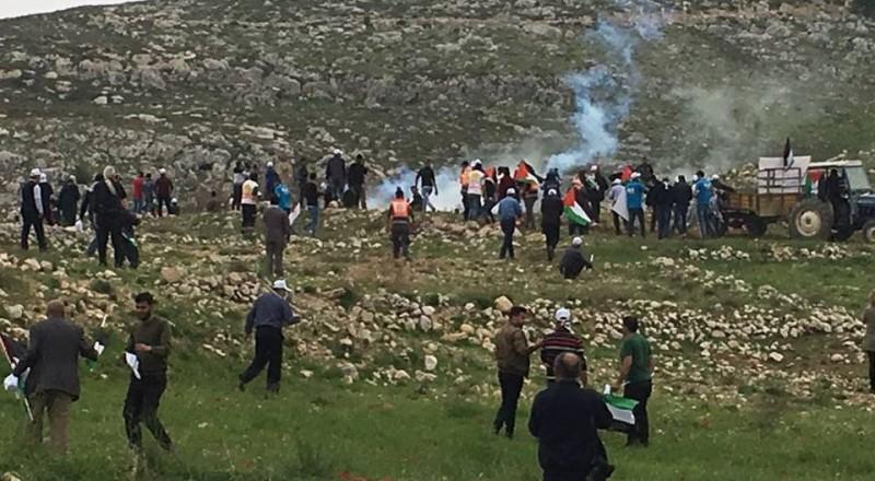 45 إصابة بالاختناق واعتقال مواطن خلال قمع فعالية