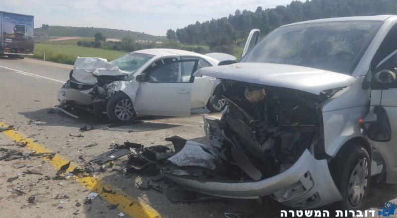 النقب: حادث طرق بالغ بين سيارتين