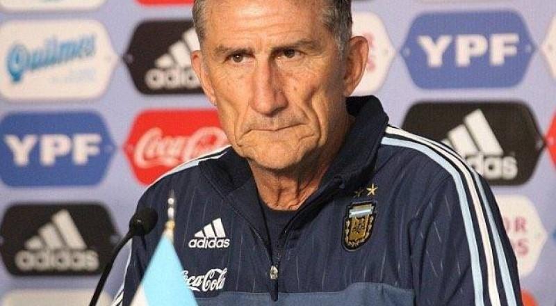 إقالة مدرب منتخب الأرجنتين على بعد ساعات