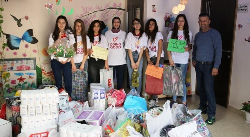 سخنين: حضانة البراعم الصغار والأهالي يجمعون مواد تموينية وملابس جديدة لدعم العائلات المستورة