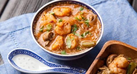 إليك حساء الجمبري على الطريقة التايلندية