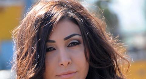 الفنانة يارا تتمتع باكل المنسف الأردني