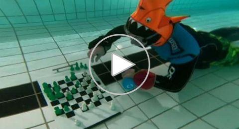لندن تستضيف بطولة العالم للشطرنج تحت الماء..