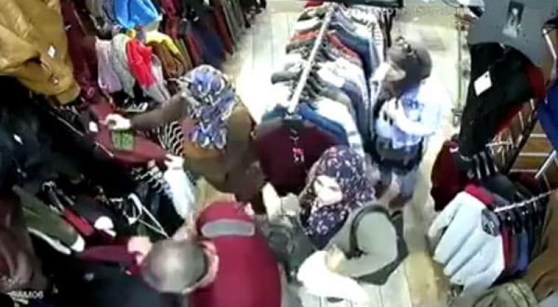 مصر: 3 فتيات يخدعن صاحب محل بطريقة ذكية لسرقته
