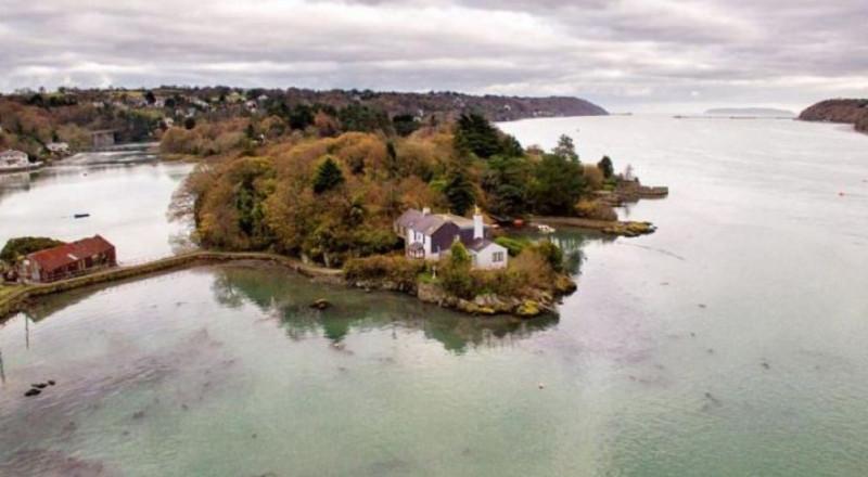 جزيرة كاملة للبيع بمبلغ بسيط