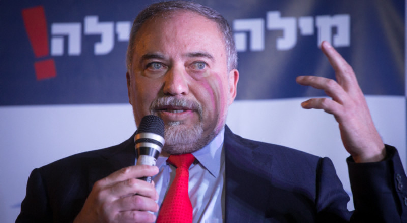 ليبرمان يمنع الدبلوماسيين السويسريين من دخول غزة