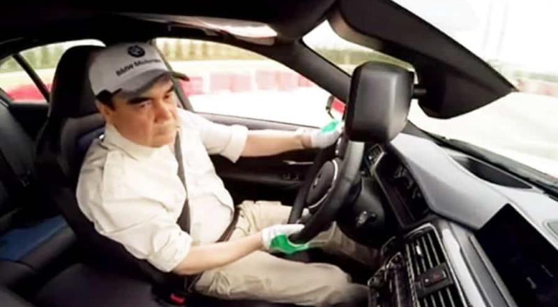 رئيس دولة تركمانستان يمارس التفحيط بسيارة BMW