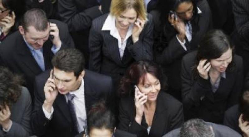 ماذا يفعل الإدمان على الهواتف الذكية بأدمغتنا؟