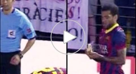 """ألفيش يرد على """"موزة"""" العنصرية بتناولها اثناء مباراة برشلونة وفياريال"""