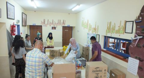 مدرسة غرناطة الثانوية تقوم بتوزيع طرود غذائية على العائلات المستورة في القرية بمناسبة شهر الخير والعطاء