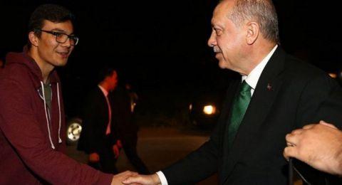 طالب يدعو أردوغان للسحور معه على تويتر.. فكان رد الرئيس مفاجئاً مرتين