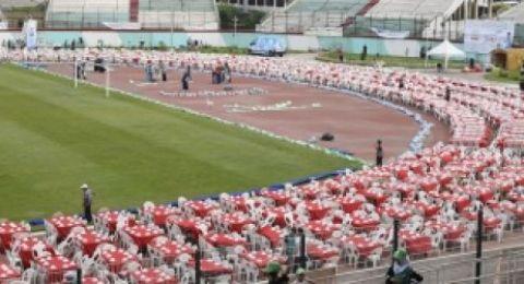 لمن نظمت الجزائر أكبر إفطار رمضاني بالعالم؟