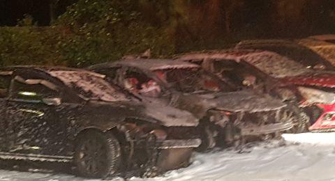 احتراق 3 سيارات في موقف سيارات في كريات موتسكين