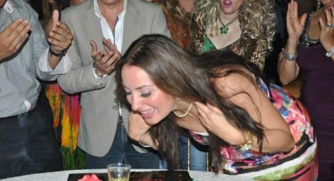 نيرمين الفقى تحتفل بعيد ميلادها ال42