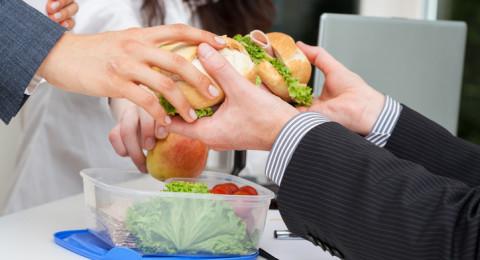 هذه هي الأسباب الأساسية لزيادة الوزن في العمل!