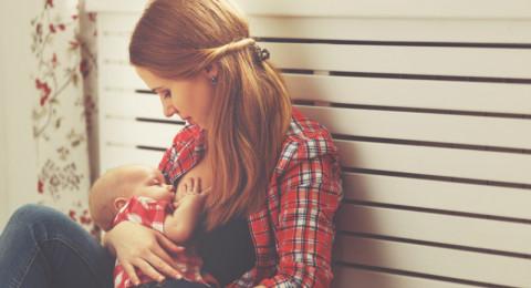 الرضاعة الطبيعية تقي الأم من هذه الأمراض