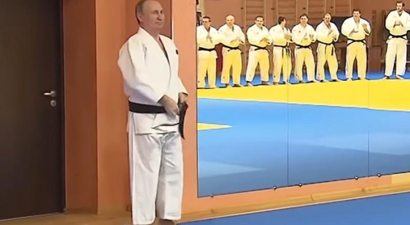 بوتين مدرسا لرياضة الجودو والتلميذ رئيس وزراء!
