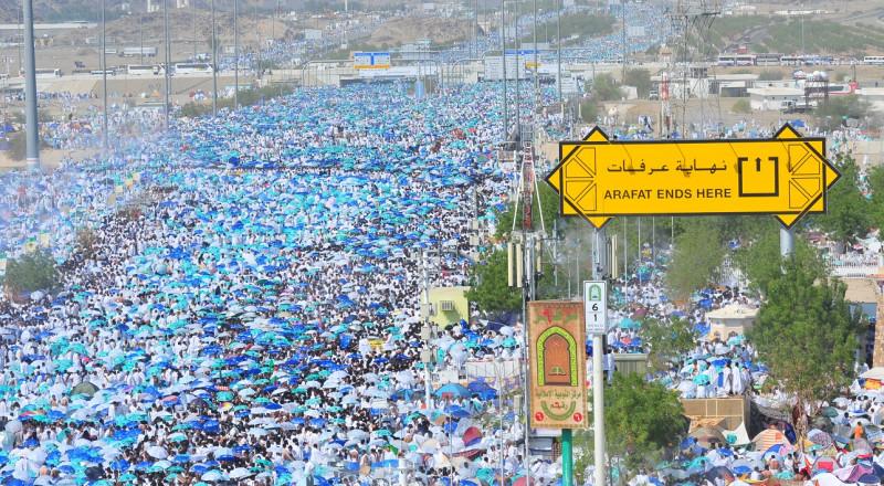 مليونان ونصف المليون حاج يرمون الجمرات بأول أيام عيد الأضحى