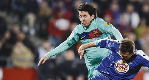 خيتافي يصرخ مفاجئاً برشلونة ويلحق به الهزيمة الأولى