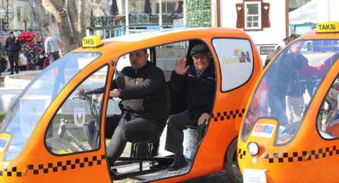 مدينة تركية تطلق خدمة التنقل المجاني بواسطة تاكسي الدراجات