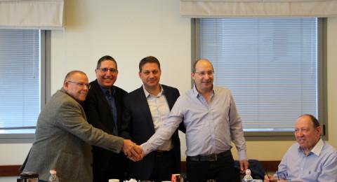 اتفاقية تاريخية بين الهستدروت ومركز الحكم المحلي لتحسين شروط عمل الموظفين والعاملين ضمن السلطات المحلية