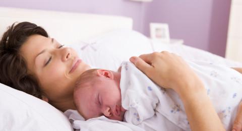 هكذا يجب أن تتصرّف المرأة حديثة الولادة