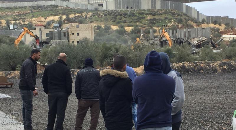 جرافات اسرائيلية تهدم منشأتين فلسطينيتين جنوبي القدس