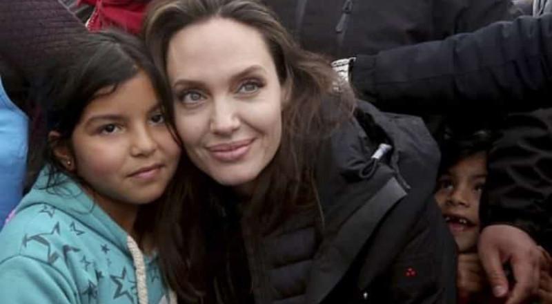 أنجلينا جولي تزور مخيم الزعتري بالأردن وتوجه رسالة إلى العالم