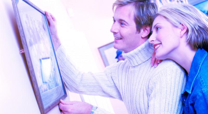 اللوحات تبث الطاقة الإيجابية على هذه الجدران