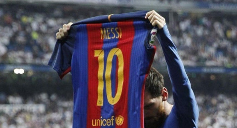 ميسي باقٍ مع برشلونة