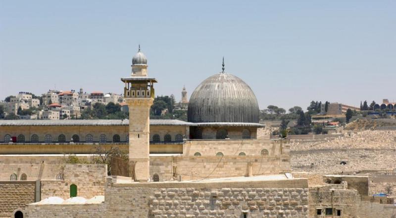 الصحف الإسرائيلية: الأوقاف: مستعدون لاستئناف زيارات الإسرائيليين للأقصى