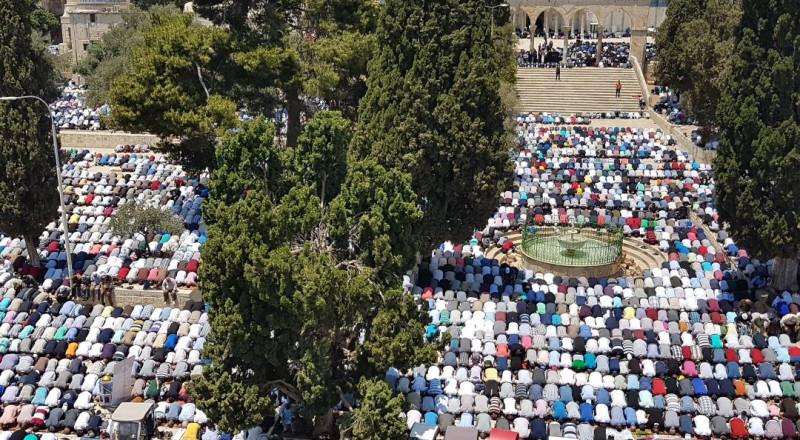 250 ألف مُصلٍّ يؤدون الجمعة الأولى من رمضان في الأقصى