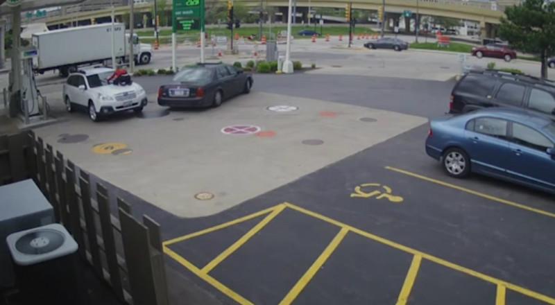 هكذا منعت هذه الفتاة سرقة سيارتها