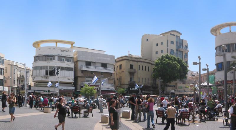 مئات الإسرائيليات يتظاهرن منددات بالتحرش والإغتصاب في تل أبيب