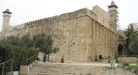 إغلاق المسجد الإبراهيمي وجولات للمستوطنين بالخليل القديمة